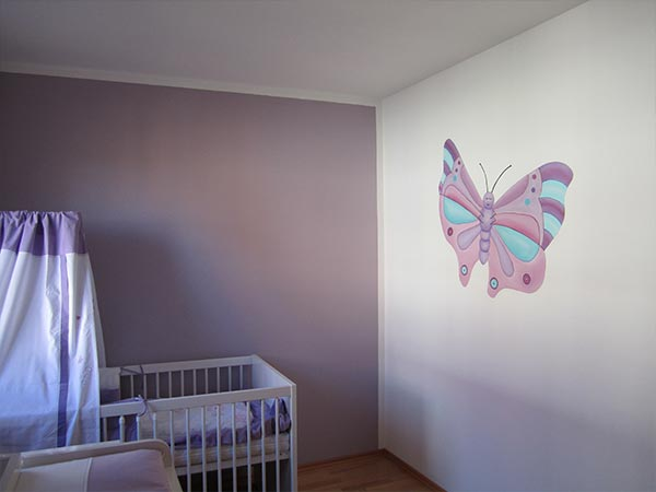 Kind Schmetterling